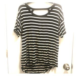Black&white long tee with a back cutout